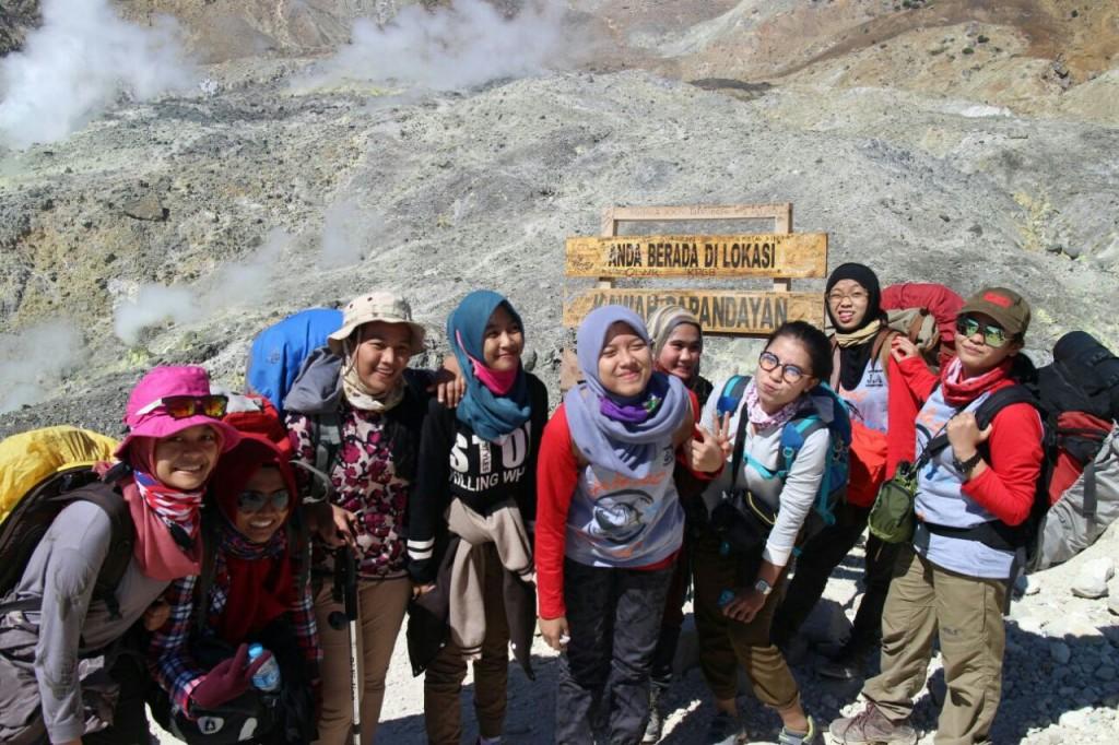 Pendakian Gunung Papandayan, Garut. Indonesia Traveller Guide