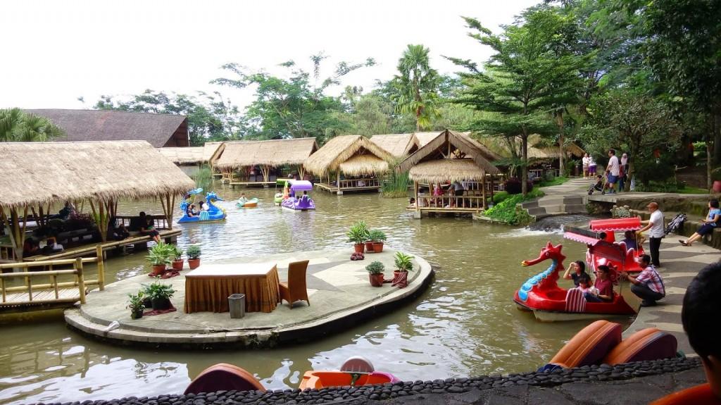resto terapung Rumah Air Resto berbagai permainan anak 3, tempat wisata keluarga di bogor indonesia traveller guide