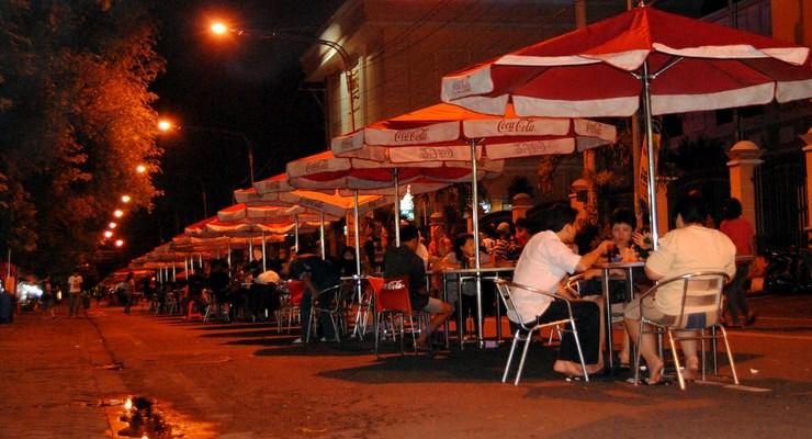 wisata kuliner malam bandung - indonesia traveller guide - panduan wisata bandung